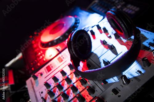 Foto op Plexiglas Muziekwinkel Dj mixer with headphones