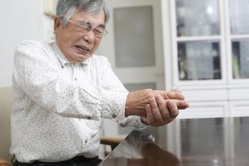 老人の関節痛