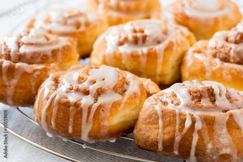 Fotobehang Brood Delicious cinnamon buns
