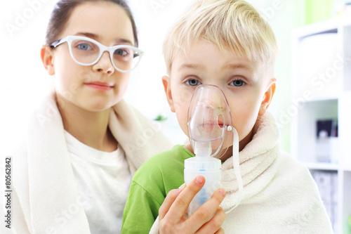 Fototapeta Przeziębienie czy grypa? Domowa inhalacja