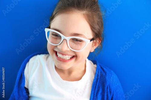 Szczery uśmiech, szczęśliwe dziecko Poster