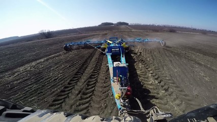 an video of tractor in the field sow