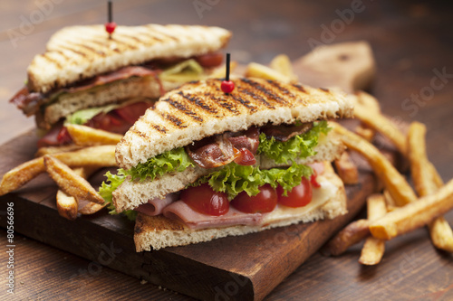Fotobehang Snack club sandwich on white background