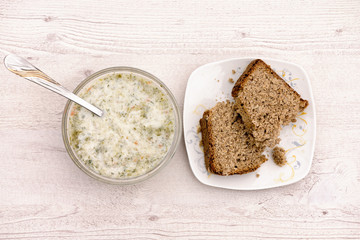 Soup of green nettles and homemade bread