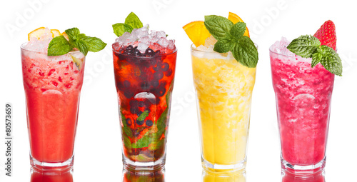 Alcoholic cocktails - 80573659