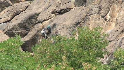 Man successfully climbed down the cliff