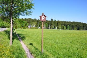 Rennsteig-Schild bei Altenfeld / Thüringen