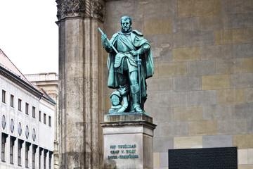 Германия. Мюнхен. Статуя графа фон Тилли в Фельдхеррнхалле