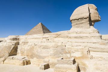 Sphinx and Great Pyramid of Pharaoh Khufu, Giza (Egypt)