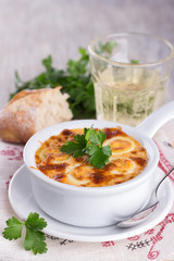 Baked eggs in cheese sauce with bread and wine
