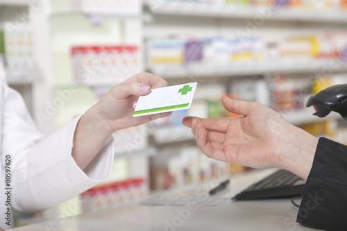 Leinwanddruck Bild Kartenzahlung in der Apotheke
