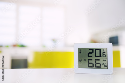 Measurement of the temperature and humidity in the room - 80599252