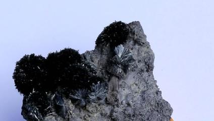 Crystal marmatit and galena with tiny needles