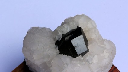 Crystal calcite and in the middle marmatit