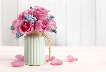 Bouquet of pink roses and blue muscari flower (Grape Hyacinth)