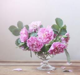 натюрморт с розовым букетом
