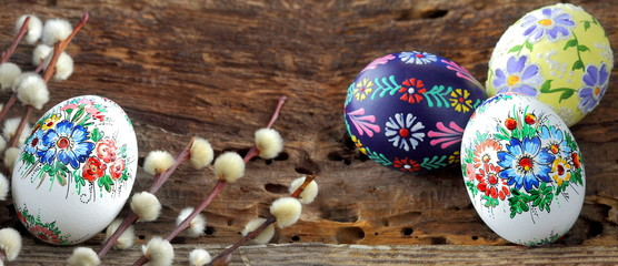 Easter egg on old farmhouse  rustic wooden table