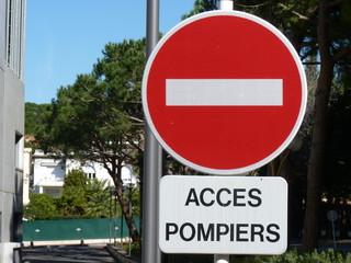 accès pompiers sans interdit signalisation