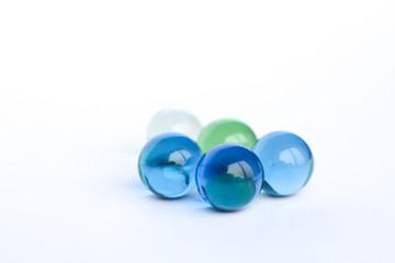 Billes de verre bleu, vert et transparent 1