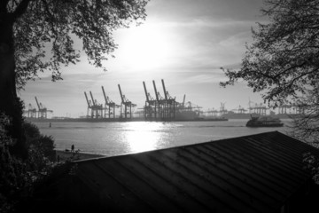 Hamburg Elbe Hafen Monochrom