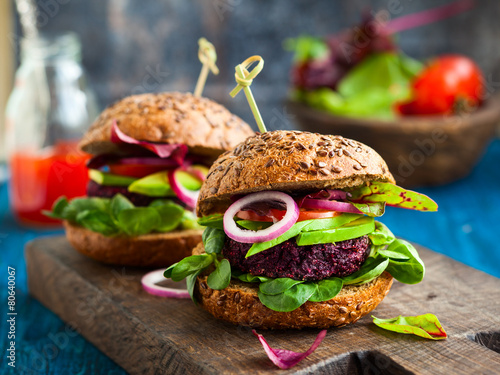 Veggie beet and quinoa burger with avocado - 80640067