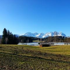 Hütte am See vor Bergkulisse - Wilder Kaiser in Kitzbühel
