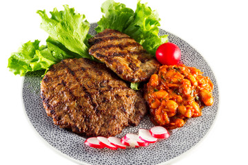 grilled steak with lettuce