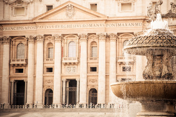 fontana in piazza san pietro a roma