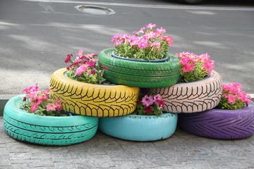 Flower bed flower of tires