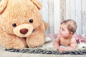 Freundschaft - Baby und Teddy