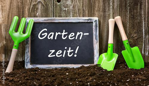 Gartenzeit Tafel Holz Erde Hintergrund - 80667661