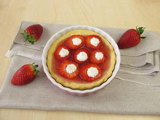 Erdbeeren-Tartelette mit Creme-Häubchen