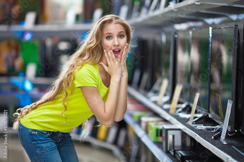 Girl in a hardware store - 80676021