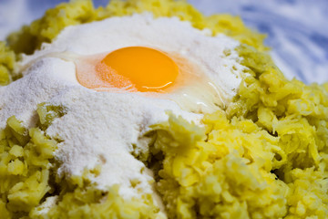 Egg on the flour and grated potatoes
