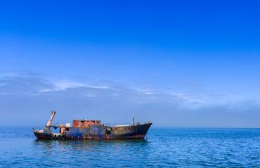 Altes Fischeischiff in der Langune von Walvis Bay