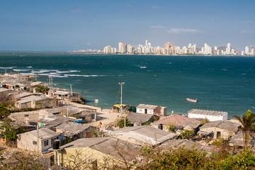 Contraste entre la riqueza y la pobreza en Cartagena