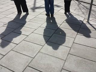 Tre ombre a passeggio
