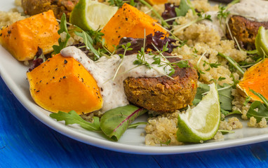 Quinoa with roasted pumpkin, falafel and lettuce