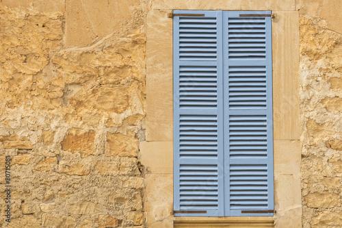 Leinwanddruck Bild Typische Fensterläden im Süden