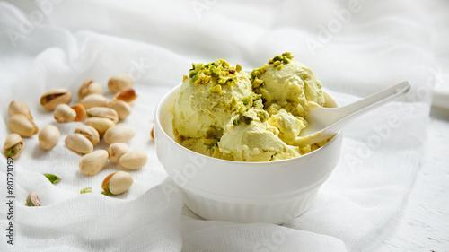 pistachio ice cream - 80721092