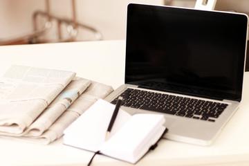 Autoren Arbeitsplatz Zeitung & Computer