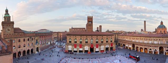 view of piazza maggiore - bologna © minoandriani