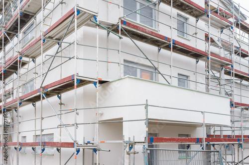 Leinwandbild Motiv Baugerüst am Haus
