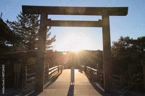 Foto op Canvas Bedehuis 伊勢神宮内宮 宇治橋の鳥居(日の出)
