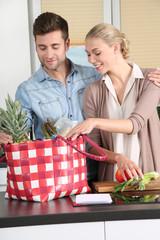 Glücklches Paar in der Küche