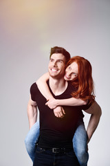 junges glückliches paar