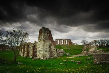 Cielo tempestoso sopra il teatro romano di Gubbio