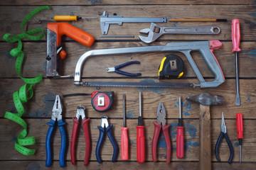 Инструменты на деревянном полу