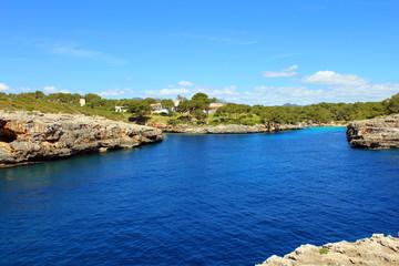 Bucht mit Felsen auf Mallorca