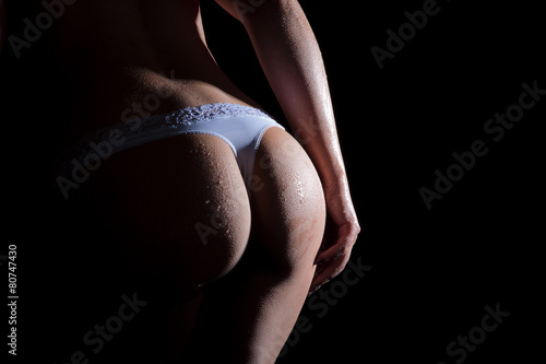 Poster Rundungen eines nassen Frauen Hinterns mit Slip